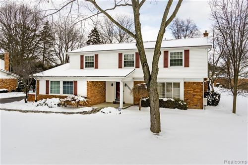 Photo of 31242 SUNSET DR, Beverly Hills, MI 48025-5103 (MLS # 40031455)