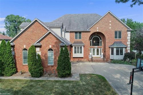 Photo of 494 Coventry Ln, Grosse Pointe Woods, MI 48236 (MLS # 50036455)