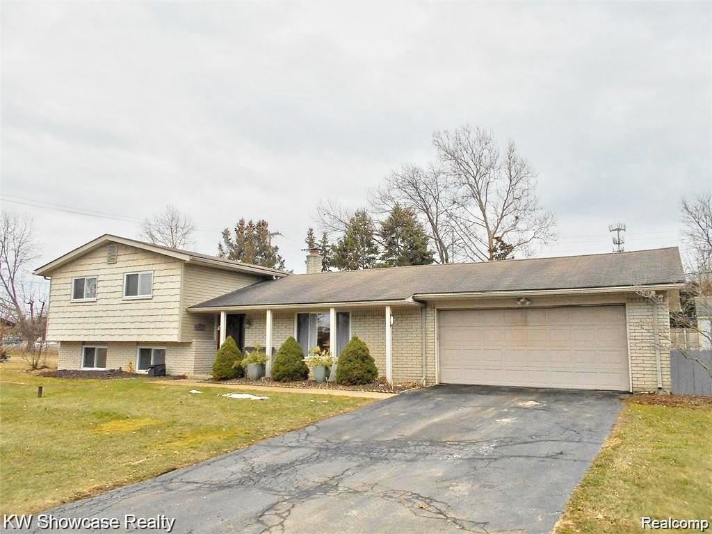 8215 FOX BAY DR, White Lake, MI 48386-2501 - #: 40033456