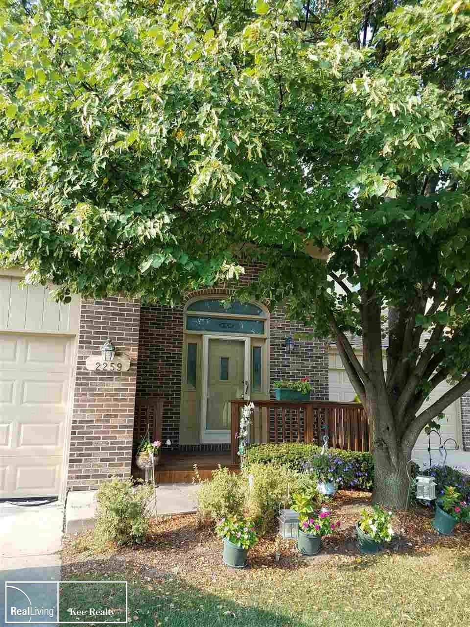 Photo of 2259 Crystal Dr, Rochester Hills, MI 48309 (MLS # 50005461)
