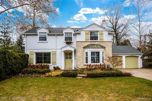 Photo of 348 TOURAINE RD, Grosse Pointe Farms, MI 48236-3355 (MLS # 40024466)