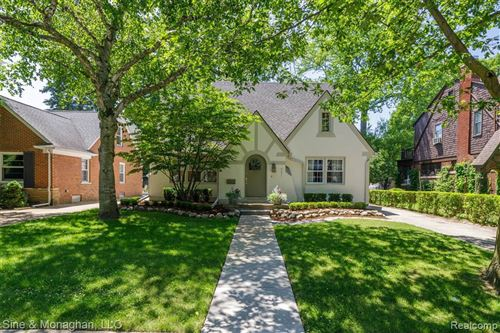 Photo of 591 FISHER RD, Grosse Pointe, MI 48230-1279 (MLS # 40073467)
