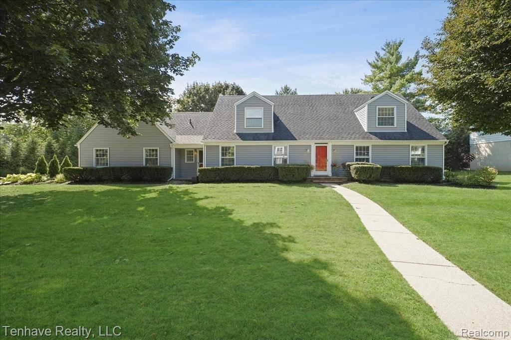 Photo for 22017 W VALLEY WOODS DR, Beverly Hills, MI 48025-2533 (MLS # 40237470)