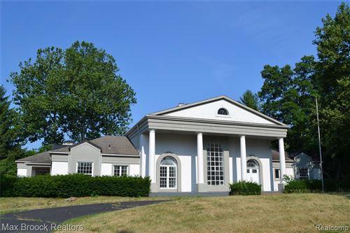 Photo of 1521 CHARRINGTON RD, Bloomfield Hills, MI 48301-2122 (MLS # 40075471)