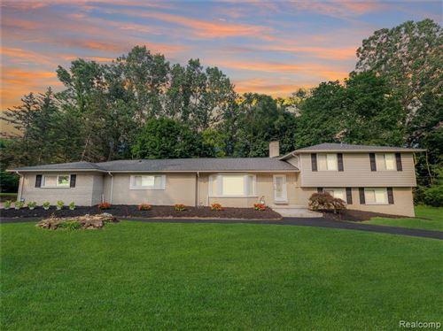 Photo of 7075 LINDENMERE CRT, Bloomfield Hills, MI 48301-3504 (MLS # 40236479)