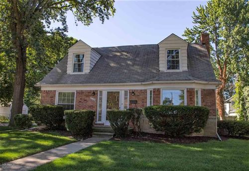 Photo of 2105 Roslyn, Grosse Pointe Woods, MI 48236 (MLS # 50022480)