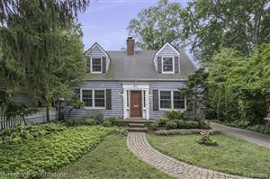 Photo of 211 LAKEVIEW AVE, Grosse Pointe Farms, MI 48236-2906 (MLS # 21642492)