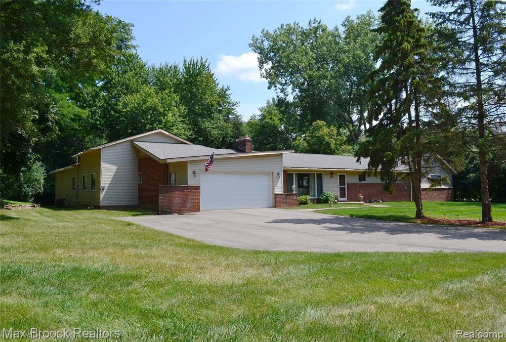 Photo for 2851 FRANKLIN RD, Bloomfield Hills, MI 48302-0914 (MLS # 40145495)