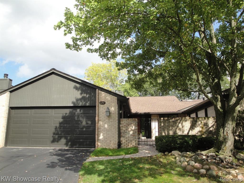 Photo for 4237 SAWGRASS DR, Bloomfield Hills, MI 48302-1765 (MLS # 40244502)
