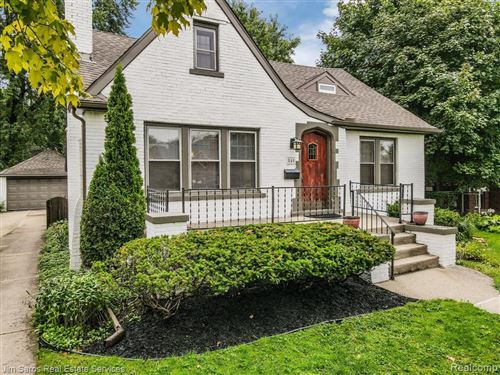 Photo of 840 BARRINGTON RD, Grosse Pointe Park, MI 48230-1727 (MLS # 40103511)