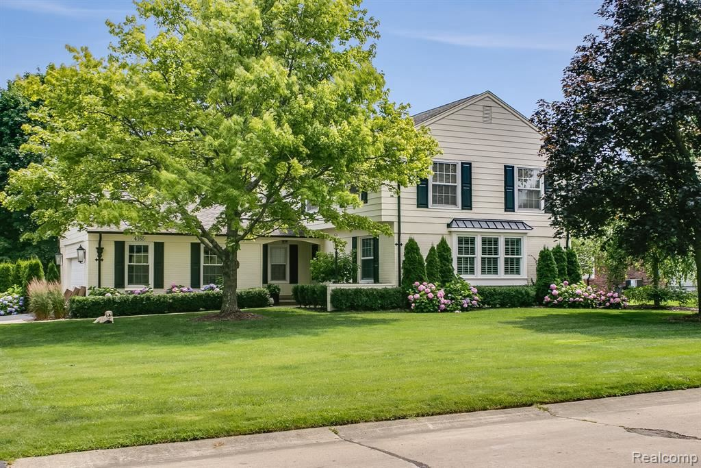 Photo for 4165 ANTIQUE LN, Bloomfield Township, MI 48302-1803 (MLS # 21635520)