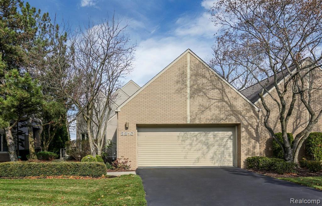 Photo for 3810 WABEEK LAKE DRIVE E., Bloomfield Hills, MI 48302-1258 (MLS # 40124527)