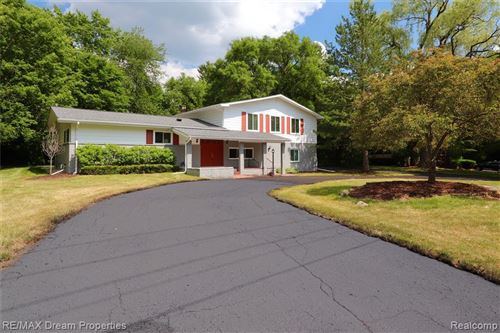 Photo of 5795 INKSTER RD, Bloomfield Hills, MI 48301-1009 (MLS # 40074528)