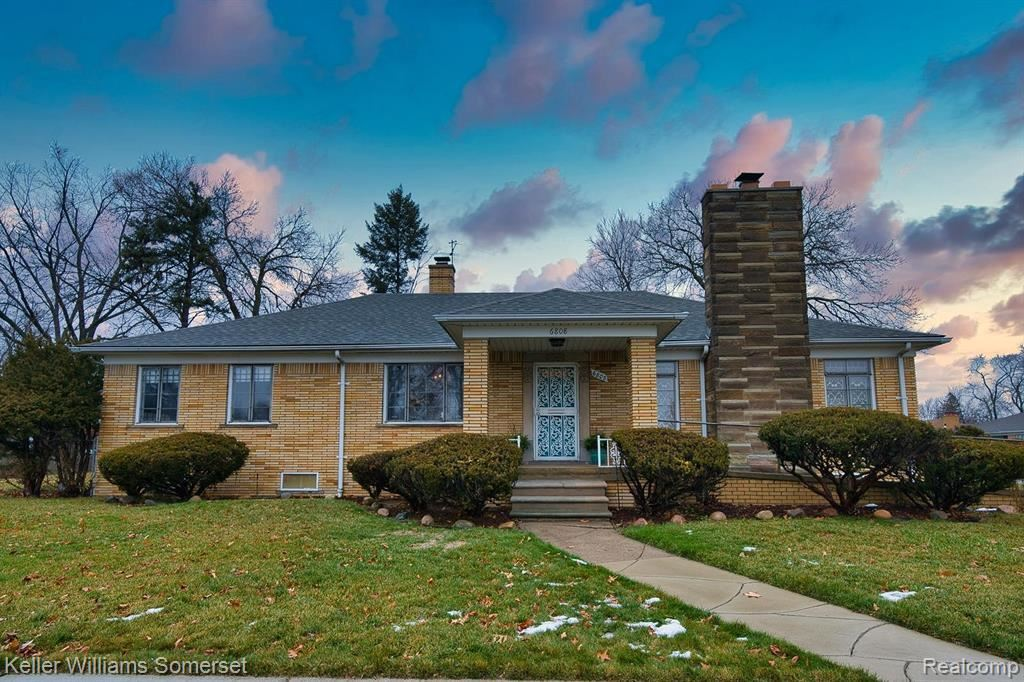 Photo for 6808 W OUTER DR, Detroit, MI 48235-2854 (MLS # 40134530)