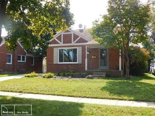 Photo of 19 Chippewa Ave, Royal Oak, MI 48073 (MLS # 50024537)