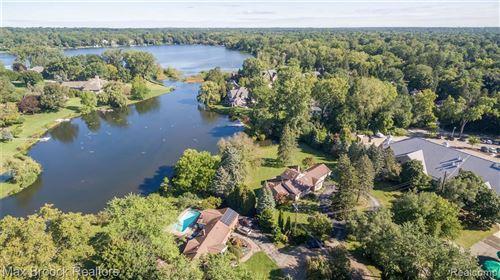 Photo of 6405 NAVAJO CRT, Bloomfield Hills, MI 48301-1500 (MLS # 40242545)
