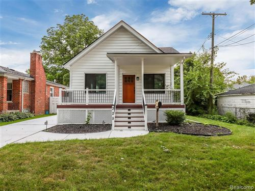 Photo of 325 BEAUPRE AVE, Grosse Pointe Farms, MI 48236-3140 (MLS # 21637553)