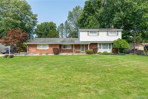Photo of 6247 DONNYBROOK DR, Shelby Township, MI 48316-3327 (MLS # 40109556)