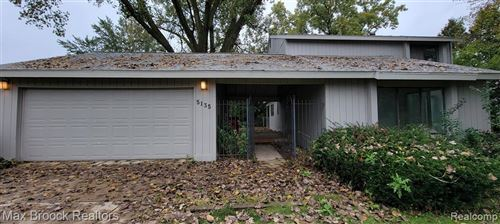 Photo of 5135 BANTRY DR, West Bloomfield, MI 48322-1533 (MLS # 40243561)