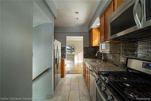 Tiny photo for 914 WYANDOTTE AVE, Royal Oak, MI 48067-4515 (MLS # 40146562)