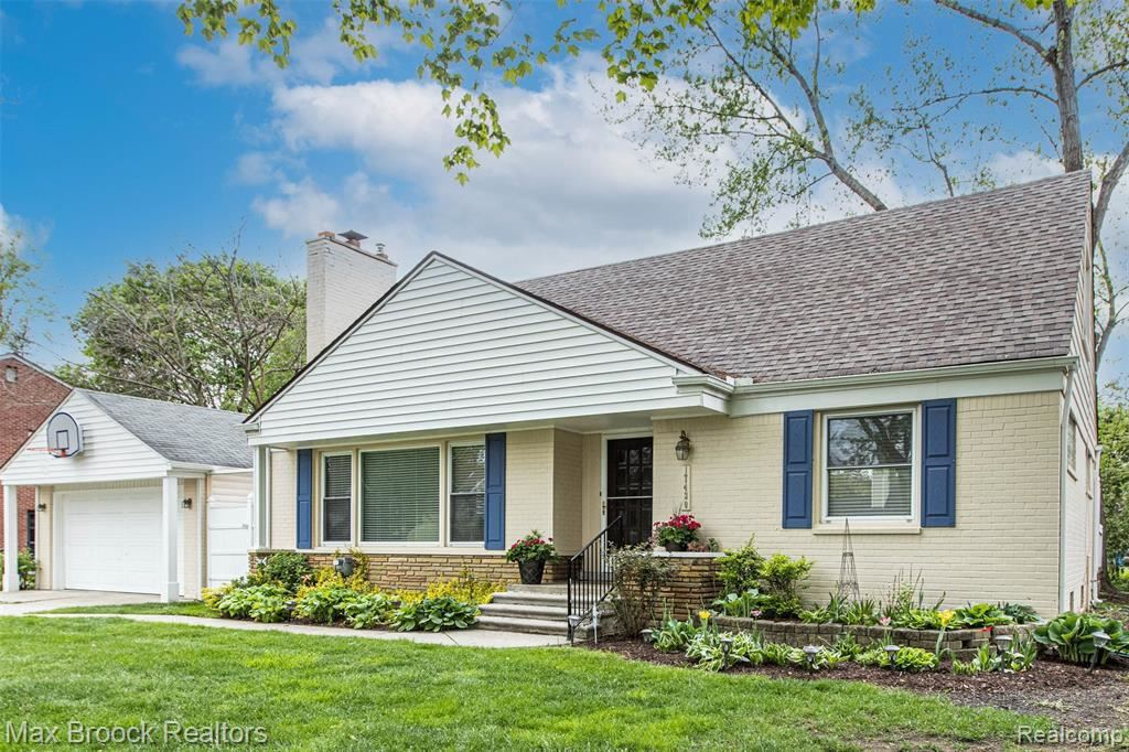 Photo for 17430 KIRKSHIRE AVE, Beverly Hills, MI 48025-3262 (MLS # 40177568)
