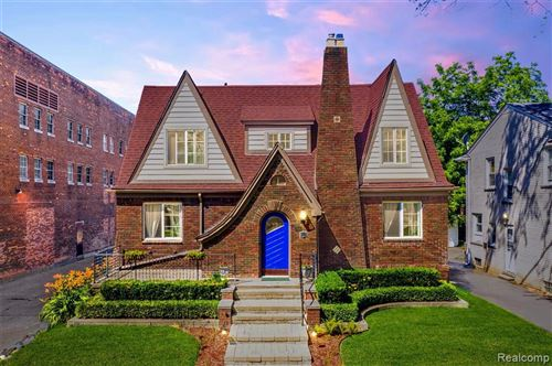 Photo of 159 MCKINLEY AVE, Grosse Pointe Farms, MI 48236-3501 (MLS # 40073582)