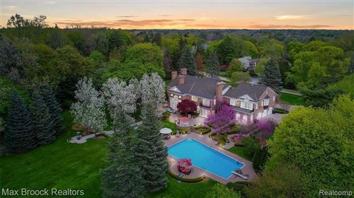 Photo of 1115 COUNTRY CLUB RD, Bloomfield Hills, MI 48304-2605 (MLS # 40074585)