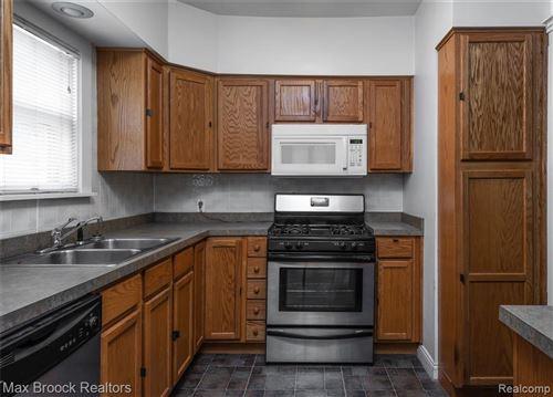 Tiny photo for 25 WELLESLEY DR, Pleasant Ridge, MI 48069-1254 (MLS # 40193586)