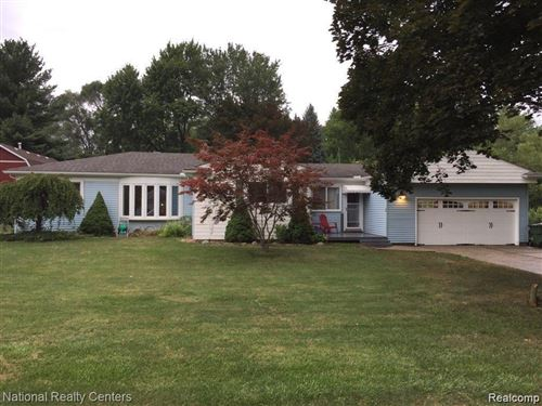 Photo of 8355 SPEEDWAY DR, Shelby Township, MI 48317-3342 (MLS # 40000597)