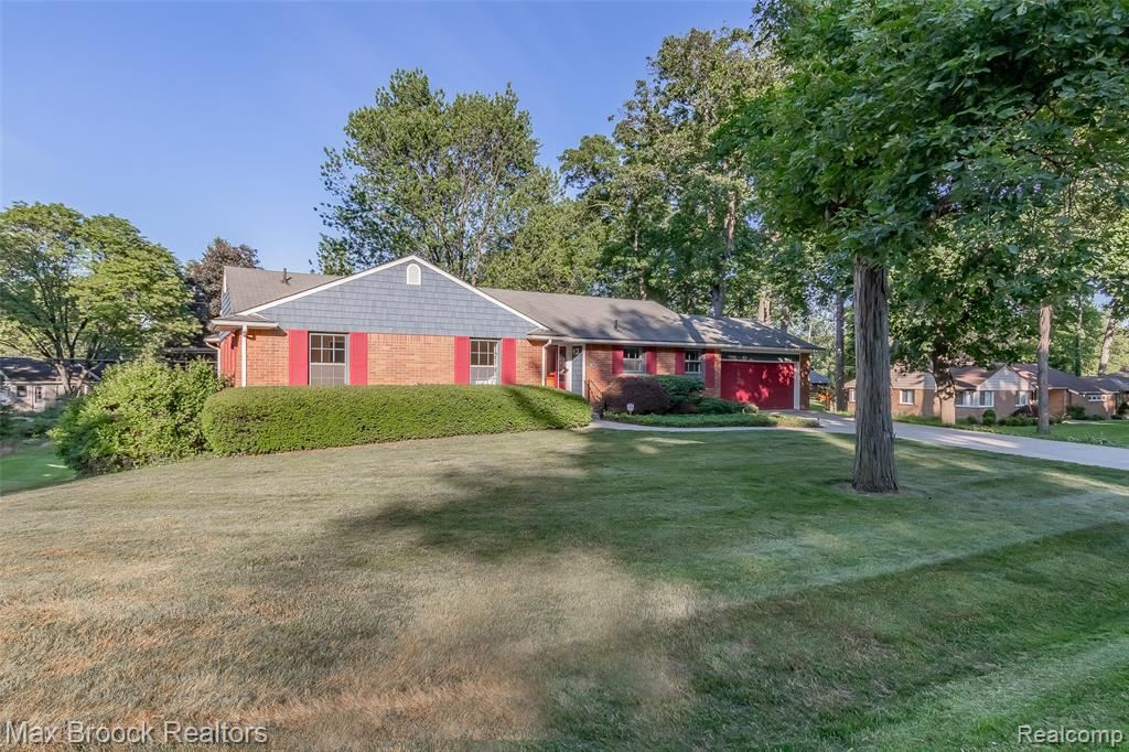 Photo for 3957 SPUR HILL DR, Bloomfield Hills, MI 48304-3268 (MLS # 40071599)