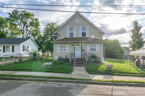 Photo of 51 ORILEY ST, Pontiac, MI 48342-3123 (MLS # 40117602)