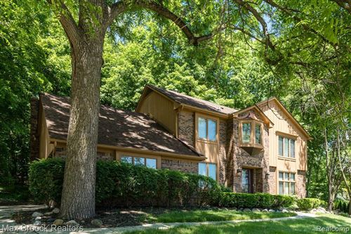 Photo of 36780 CHESAPEAKE RD, Farmington Hills, MI 48335-1130 (MLS # 40070611)