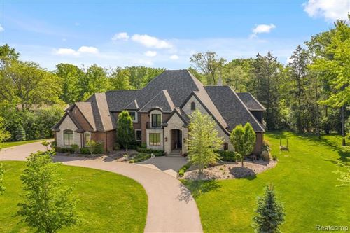 Photo of 6089 OLD ORCHARD DR, Bloomfield Hills, MI 48301-1470 (MLS # 40203613)