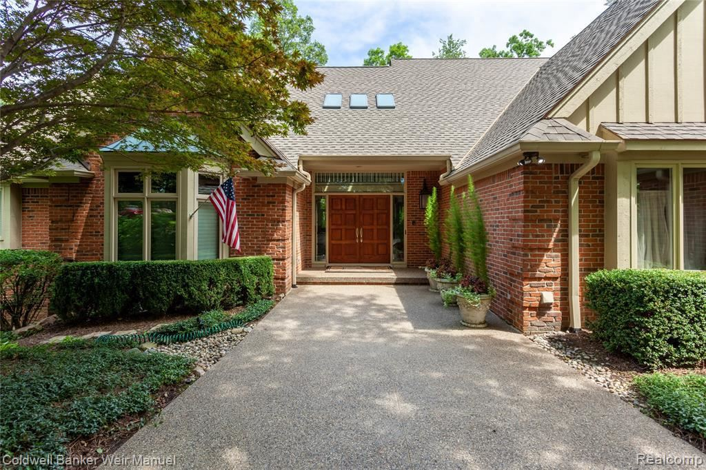Photo for 1716 HERON RIDGE DR, Beverly Hills, MI 48302-0721 (MLS # 40081615)