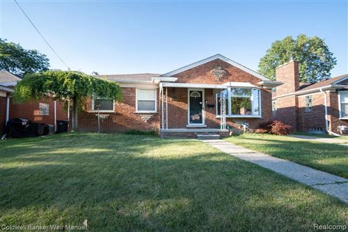 Photo of 20249 SUNNYSIDE ST, Saint Clair Shores, MI 48080-4238 (MLS # 40073619)