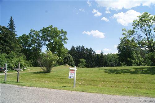 Photo of 1615 KELLER LN, Bloomfield Hills, MI 48302-2249 (MLS # 40136633)