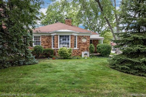 Photo of 2100 COUNTRY CLUB DR, Grosse Pointe Woods, MI 48236-1606 (MLS # 40101634)