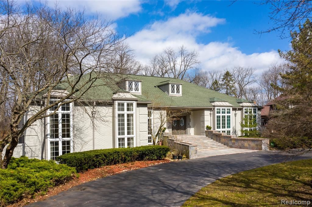Photo for 90 MANORWOOD DR, Bloomfield Hills, MI 48304-2128 (MLS # 40040647)