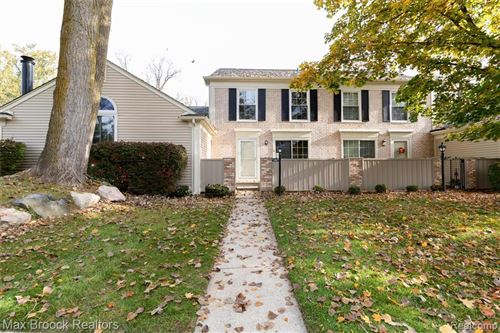 Photo of 1202 KINGS COVE DR, Rochester Hills, MI 48306-4219 (MLS # 40004655)