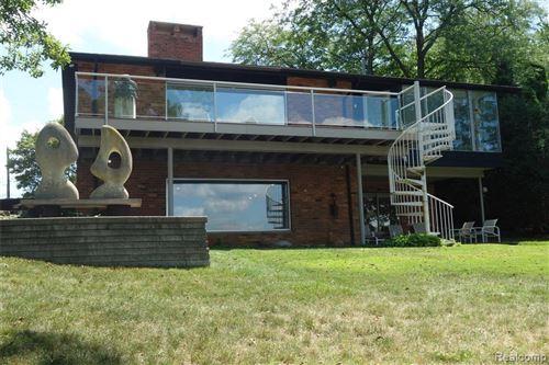 Photo of 1355 CLUB DR, Bloomfield Hills, MI 48302-0823 (MLS # 40039655)