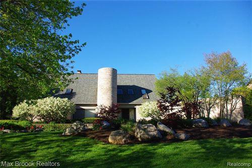 Photo of 347 SYCAMORE CRT, Bloomfield Hills, MI 48302-1173 (MLS # 40074655)