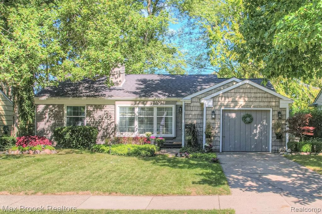 Photo for 15672 KIRKSHIRE AVE, Beverly Hills, MI 48025-3352 (MLS # 40240655)