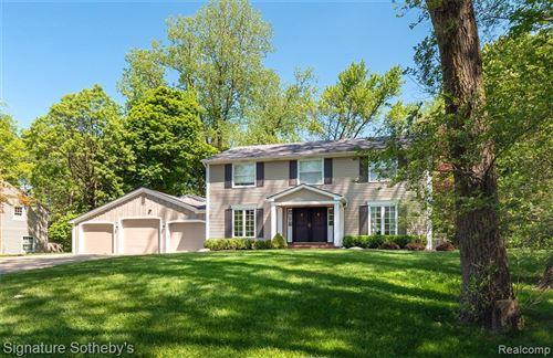 Photo of 749 KENSINGTON LN, Bloomfield Hills, MI 48304-3743 (MLS # 40075662)