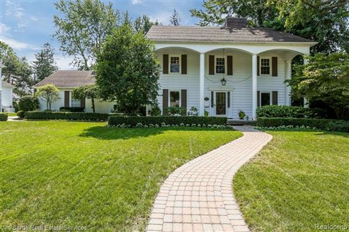 Photo of 717 SUNNINGDALE DR, Grosse Pointe Woods, MI 48236-1627 (MLS # 40097666)