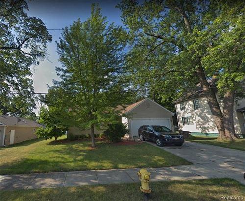 Photo of 240 COTTAGE ST, Pontiac, MI 48342-3104 (MLS # 40234667)