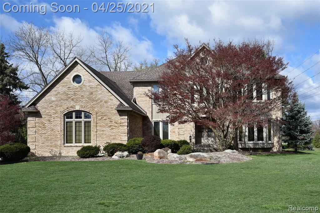 Photo for 1510 BRANDYWINE DR, Bloomfield Township, MI 48304-1106 (MLS # 40166667)