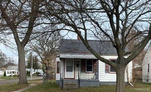 Photo of 18705 WASHTENAW ST, Harper Woods, MI 48225-2147 (MLS # 40112672)
