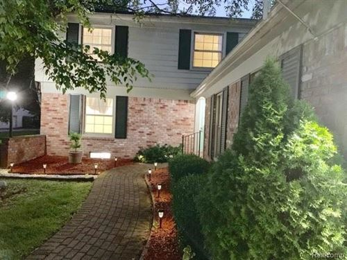 Photo of 30855 W LINCOLNSHIRE, Beverly Hills, MI 48025-4761 (MLS # 40171682)