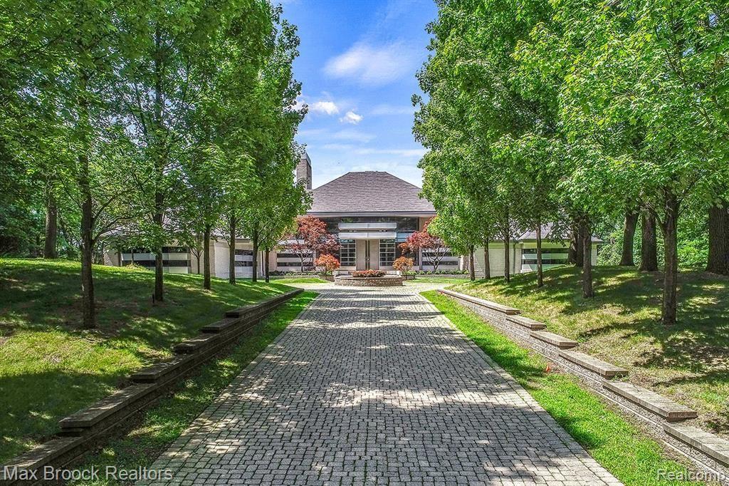 Photo for 1745 HERON RIDGE DR, Bloomfield Hills, MI 48302-0724 (MLS # 30771687)