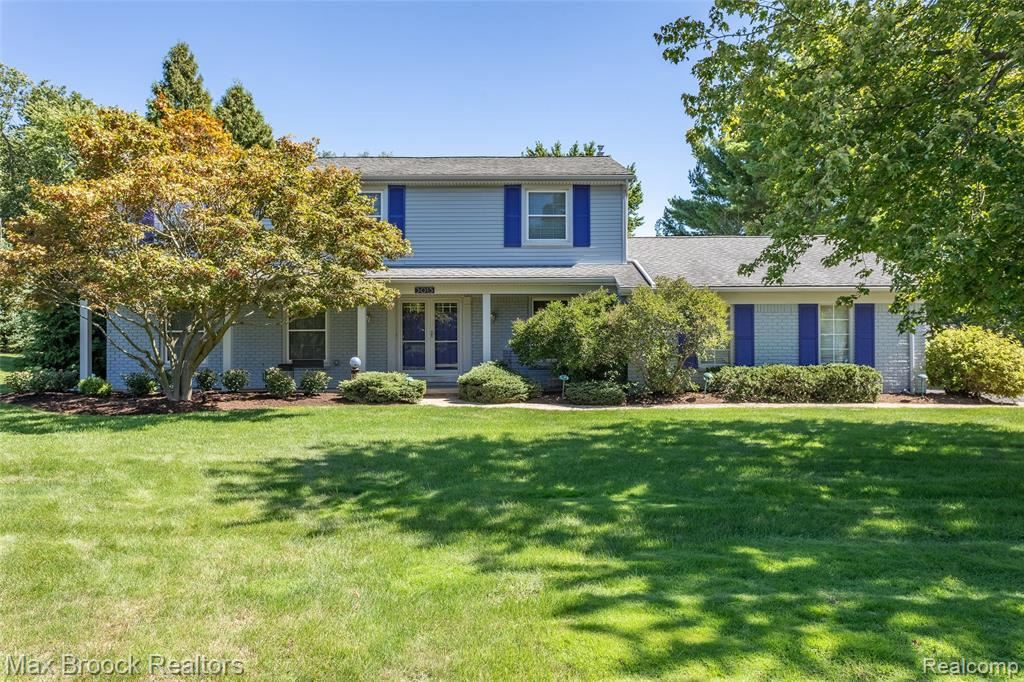 Photo for 3015 HIGH POINTE CRT, Bloomfield Hills, MI 48302-1436 (MLS # 40114688)